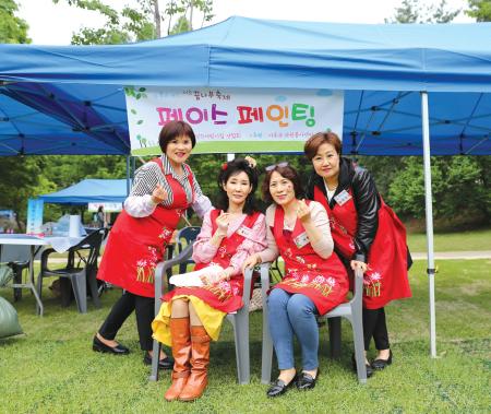 왼쪽부터 최미룡, 예문영, 이용자, 박미영 봉사자